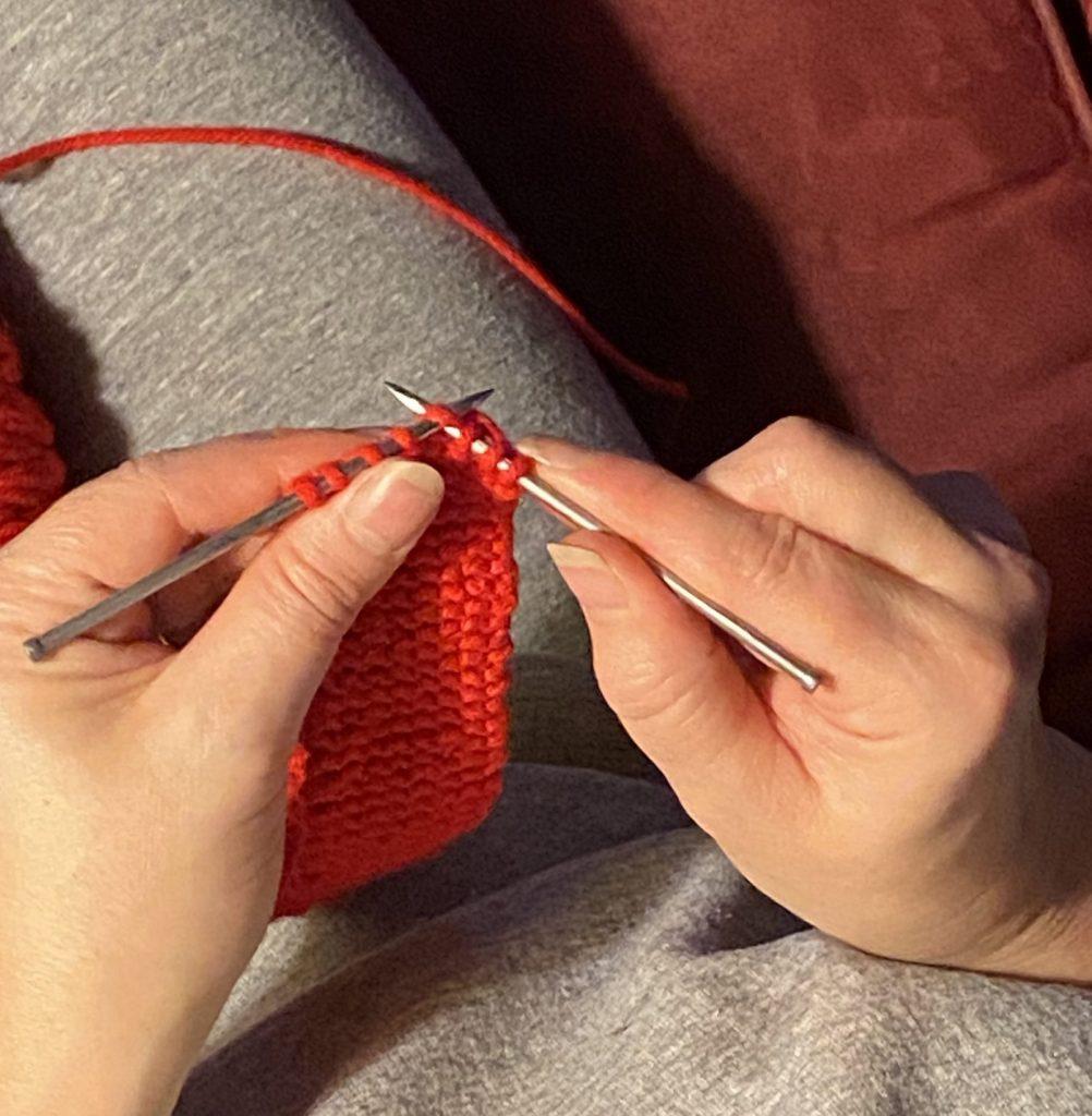 Knitting D.I.Y. scarf