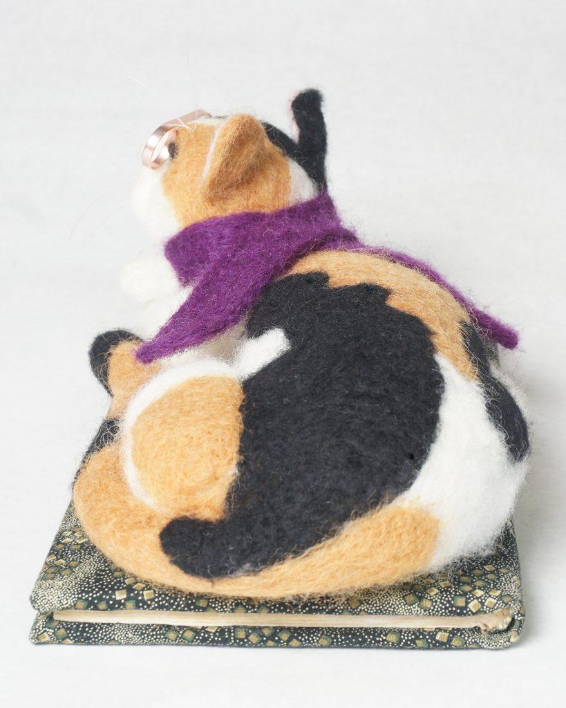 back of Journal Cat sculpture